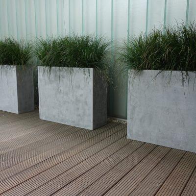 3 Fiberstone-Gefäße vor einer Wand